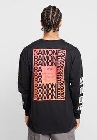Revival Tee - RAMONES  - Långärmad tröja - black - 2