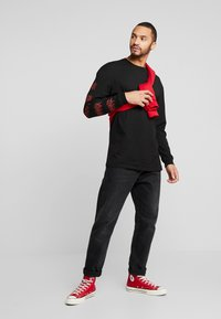 Revival Tee - RED FLAME - T-shirt à manches longues - black - 1