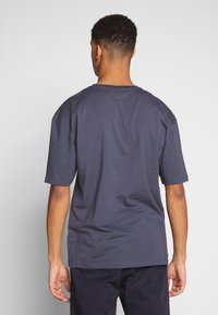 Revival Tee - CALM WATERS - T-shirts print - grey - 2