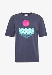 Revival Tee - CALM WATERS - T-shirts print - grey - 3