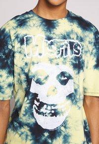 Revival Tee - MISFITS TYE DYE - T-shirt con stampa - blue - 4