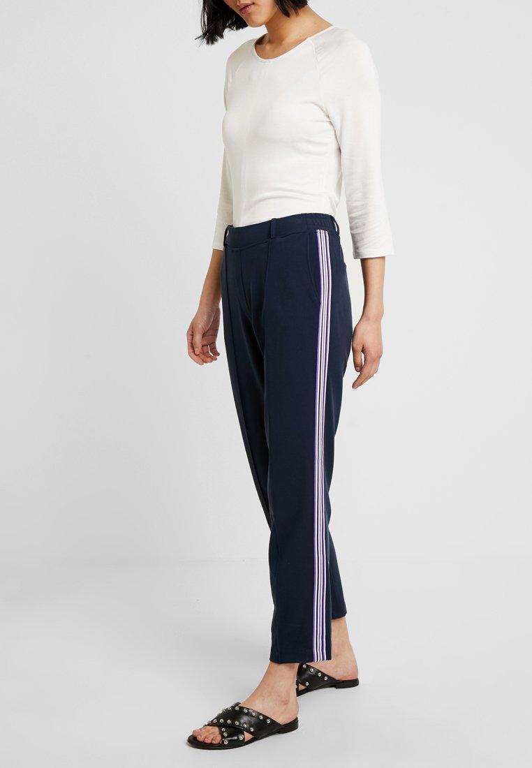 Re.draft - PANTS WITH STRIPE DETAIL - Pantalones deportivos - navy