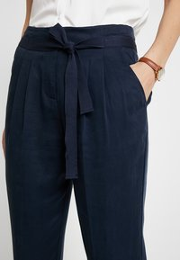 Re.draft - CROPPED PANTS - Trousers - navy - 5