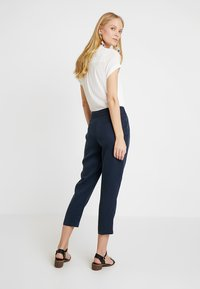Re.draft - CROPPED PANTS - Trousers - navy - 2