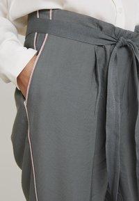 Re.draft - CROPPED PANTS - Trousers - olive/khaki - 4