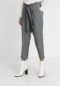 Re.draft - CROPPED PANTS - Trousers - olive/khaki - 0