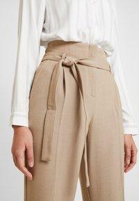 Re.draft - CITY PANTS WITH BELT - Trousers - latte macchiato - 6