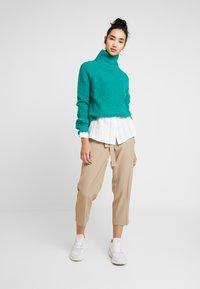 Re.draft - CITY PANTS WITH BELT - Trousers - latte macchiato - 2
