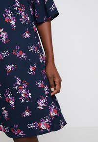 Re.draft - FLOWER PRINTED CREPE DRESS - Day dress - navy - 6