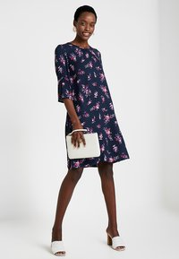 Re.draft - FLOWER PRINTED CREPE DRESS - Day dress - navy - 1
