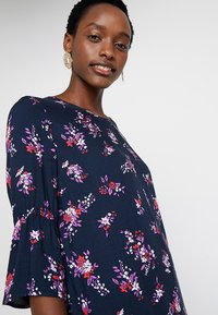 Re.draft - FLOWER PRINTED CREPE DRESS - Day dress - navy - 3