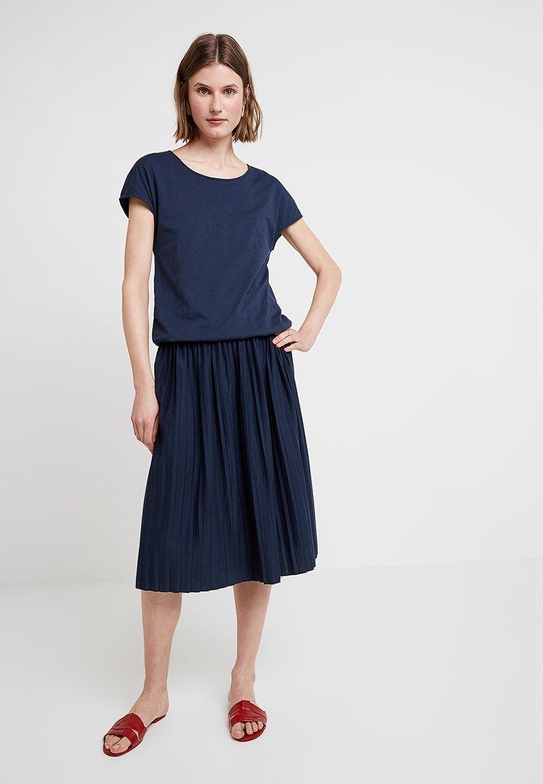Re.draft - PLISSÉE DRESS - Jersey dress - navy