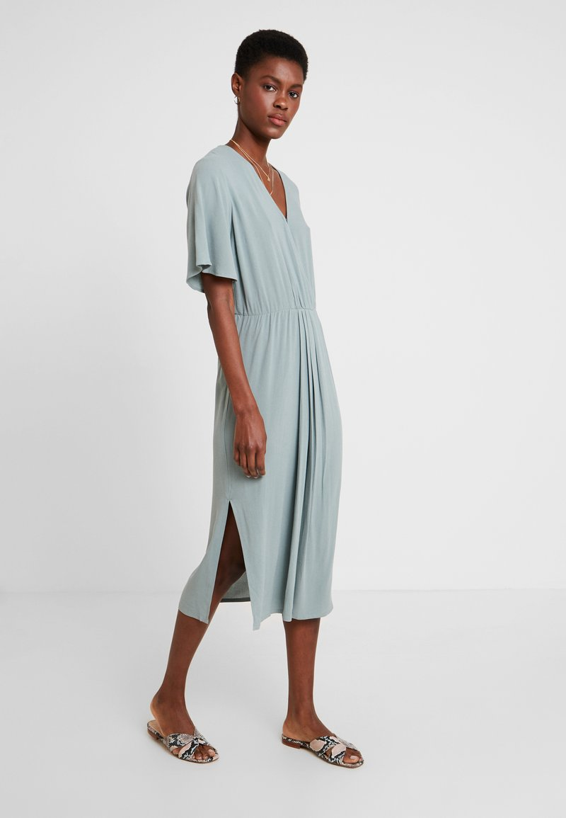 Re.draft - DRESS WITH PLEATDETAIL - Maxi dress - faded olive