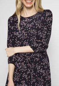 Re.draft - PRINTED FLOWER DRESS - Day dress - black - 5
