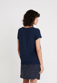 Re.draft - BLOUSE WITH PLEAT DETAIL - Blouse - navy - 2