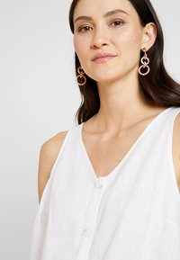 Re.draft - KNOTTED BLOUSE SLEEVELESS - Bluser - white - 4