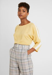 Re.draft - EASY REGLAN BLOUSE - Blouse - washed yellow - 0