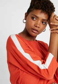 Re.draft - EASY REGLAN BLOUSE - Blouse - tangerine - 4
