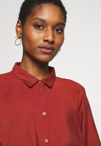 Re.draft - CLASSIC BLOUSE - Button-down blouse - toffee - 4