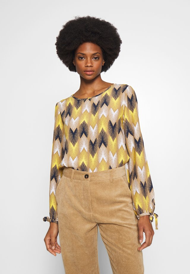 SLEEVEDETAIL ZIG ZAG - Bluser - dusty desert