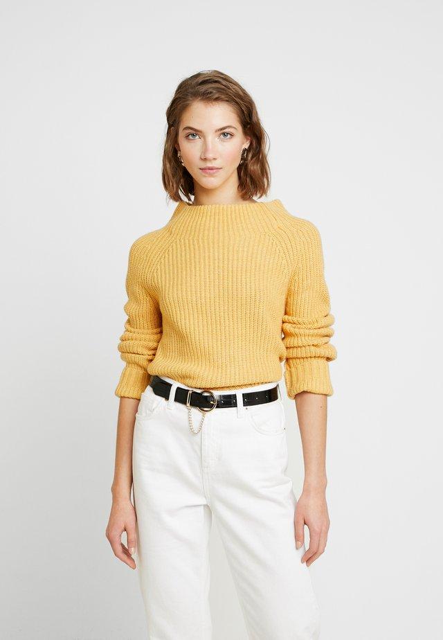 Stickad tröja - washed yellow melange