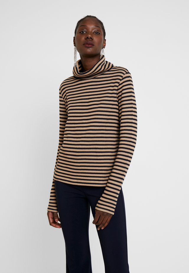 STRIPED - Strickpullover - latte macchiato