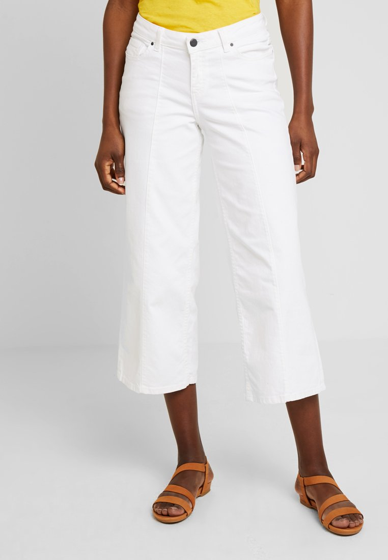 Re.draft - CROPPED WIDE LEG  - Relaxed fit jeans - white denim