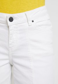Re.draft - CROPPED WIDE LEG  - Relaxed fit jeans - white denim - 4