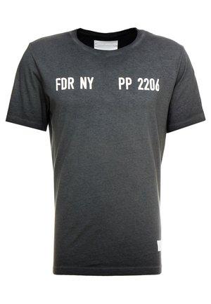 T-shirts med print - iron