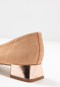 Repetto - MARLON - Classic heels - biscuit/r rose - 2