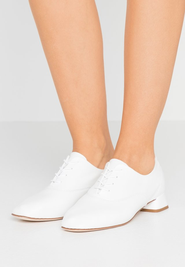 MARK - Veterschoenen - blanc