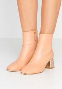 Repetto - MELO - Classic ankle boots - biscuit/rose - 0