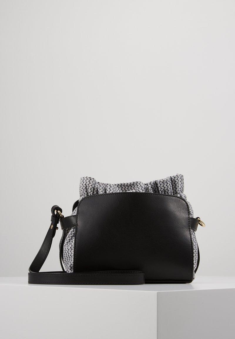Repetto - ENVELOPPE - Taška spříčným popruhem - noir