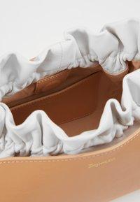 Repetto - ENVELOPPE - Torba na ramię - biscuit/blanc/nude/white - 5