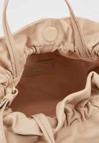 Repetto - STUDIO - Käsilaukku - beige - 4