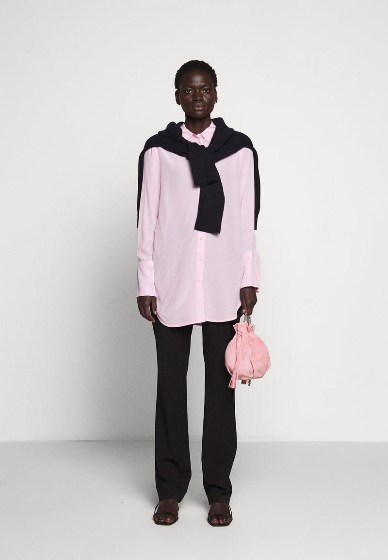 Repetto - PETIT AIR - Torba na ramię - dragee pink