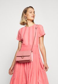 Repetto - TRIPLE JEU - Across body bag - dragee pink - 1