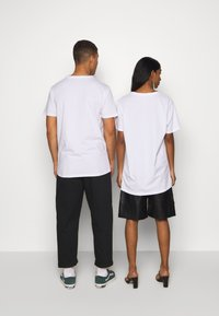 RETHINK Status - Print T-shirt - white - 2