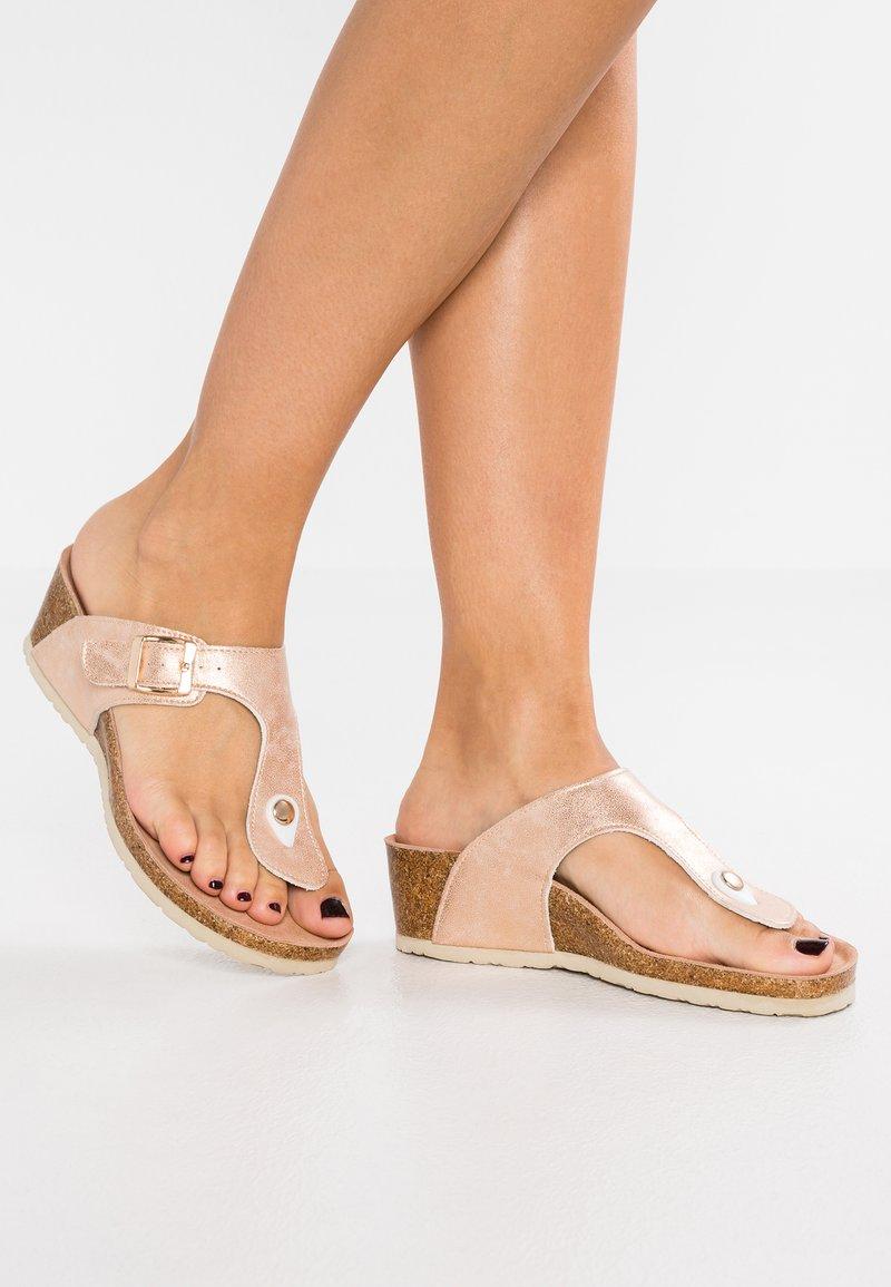 Refresh - Sandály s odděleným palcem - nude