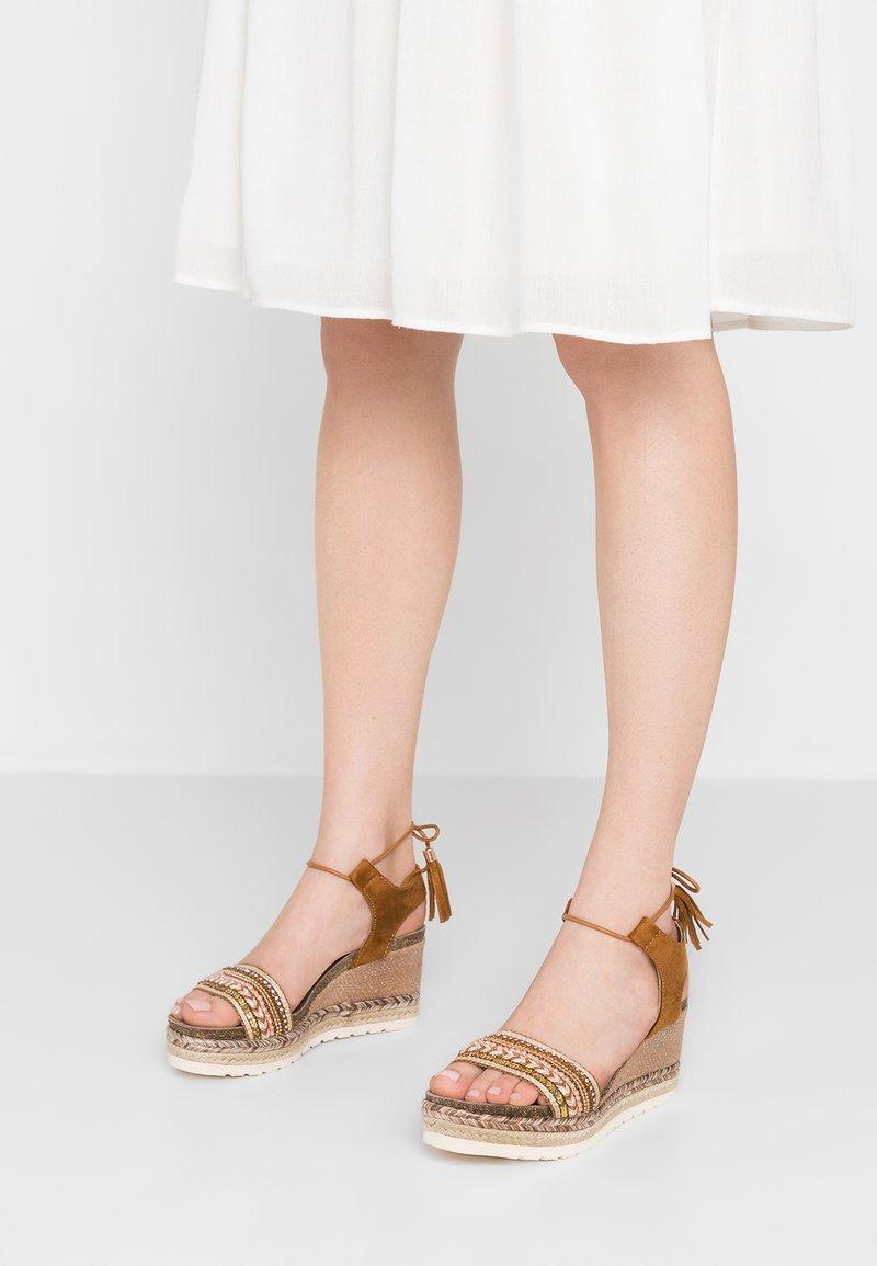 Refresh - Platform sandals - camel