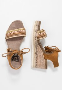 Refresh - Platform sandals - camel - 3