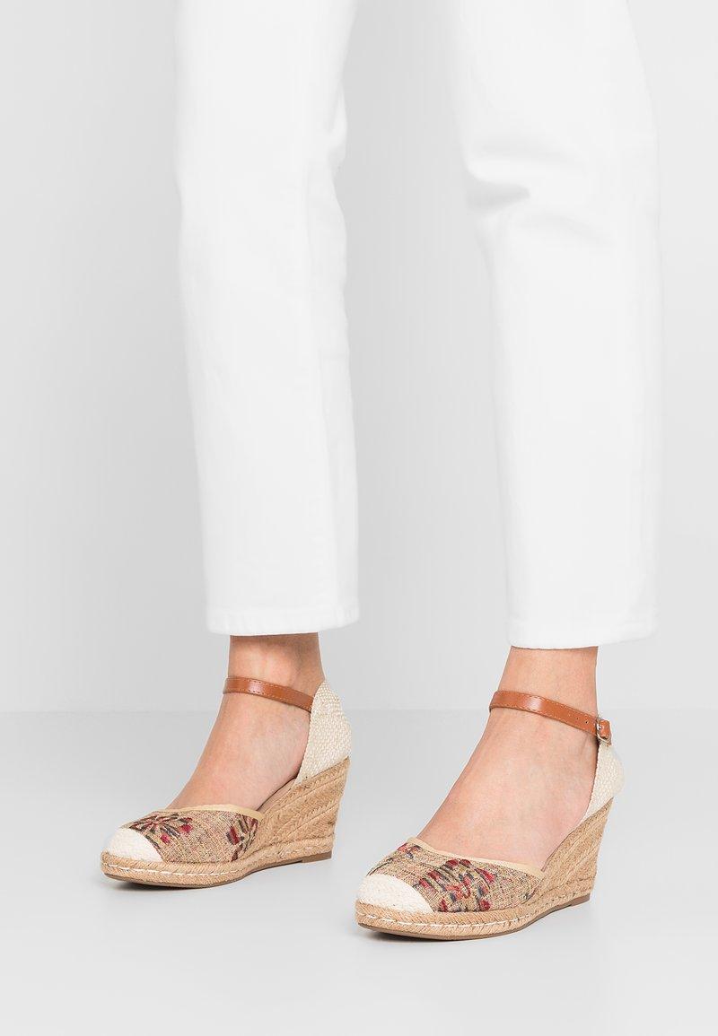 Refresh - Sandály na platformě - taupe