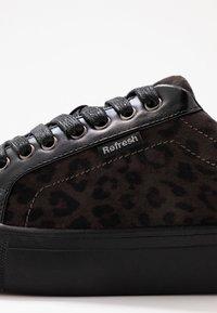 Refresh - Sneakers laag - black - 2