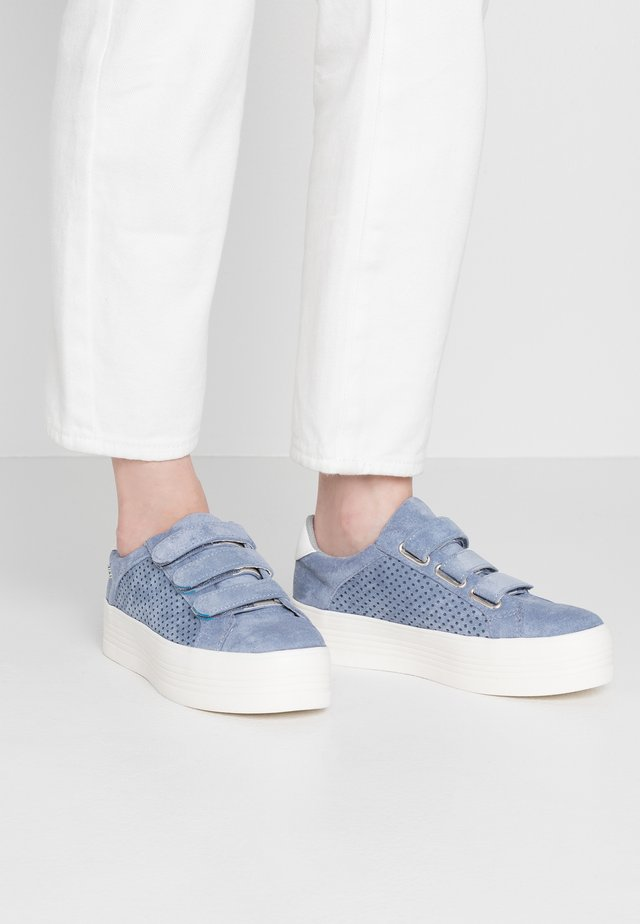 Sneaker low - jeans