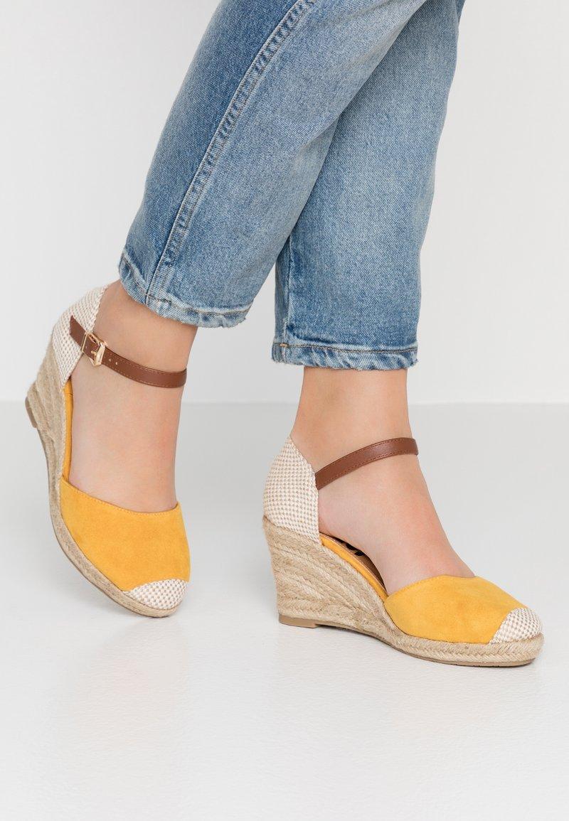 Refresh - Platform sandals - yellow