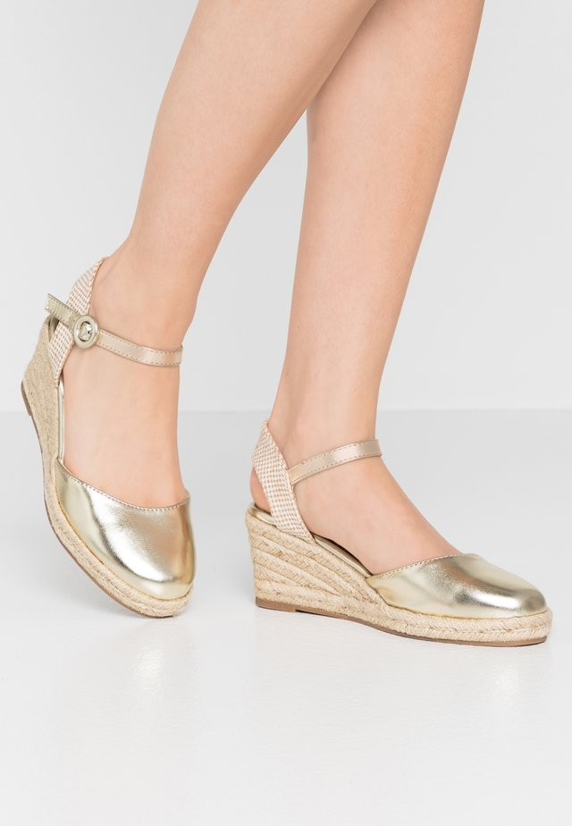 Loafers - gold