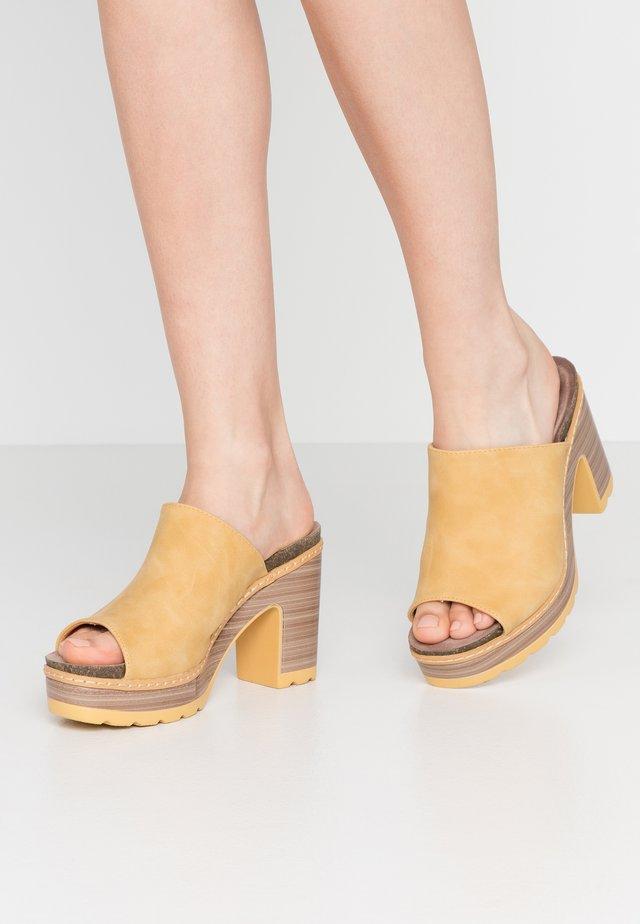 Slip-ins med klack - yellow