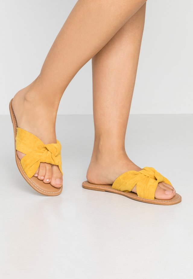 Mules - yellow