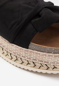 Refresh - Pantofle na podpatku - black - 2