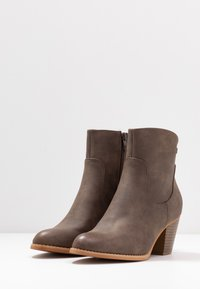 Refresh - Classic ankle boots - brown - 4